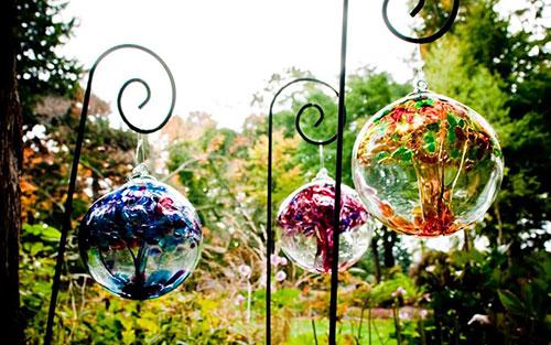 Kitras glass garden globes
